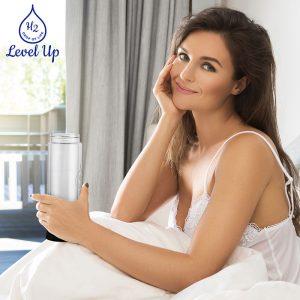 levelupway-water-bottle-with-hydrogen-generator-woman