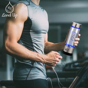 water-bottle-with-hydrogen-generator-fitness-man
